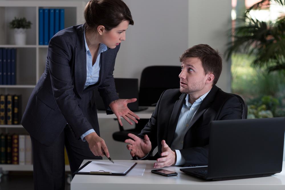 Feige Vorgesetzte schaden Mitarbeitern und dem Unternehmen insgesamt